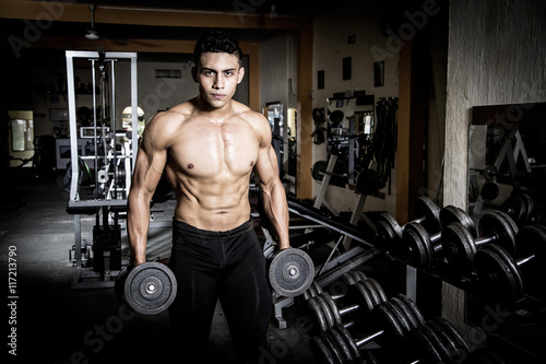 Plagát, Obraz Young man exercising in dark and old gym