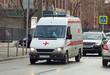 """Машина """"Скорой медицин�кой помощи"""" едет по улице в Мо�кве"""