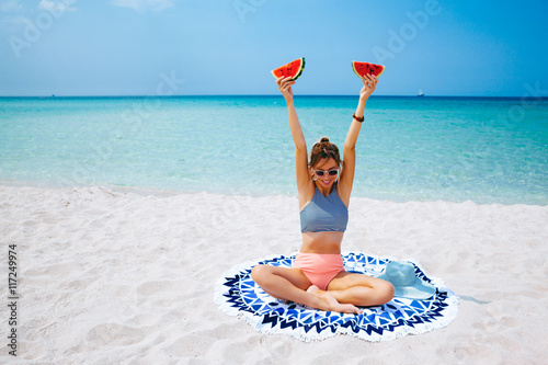 Woman eating watermelon on the beach Plakat