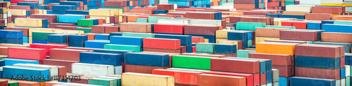 In de dag Antwerpen Schiffscontainer werden im Containerterminal verladen