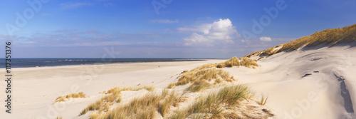 Niekończąca się plaża na wyspie Terschelling w holandiach