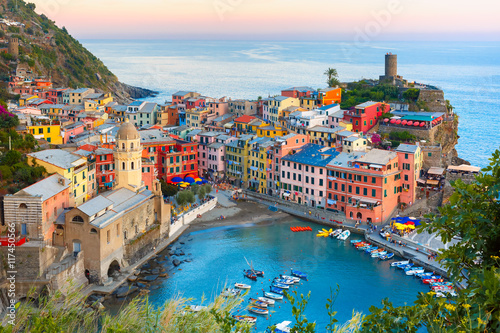 Keuken foto achterwand Liguria Aerial view of Vernazza fishing village at sunset, seascape in Five lands, Cinque Terre National Park, Liguria, Italy.