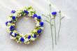 Leinwanddruck Bild - Bluet floral wreath on concrete background.