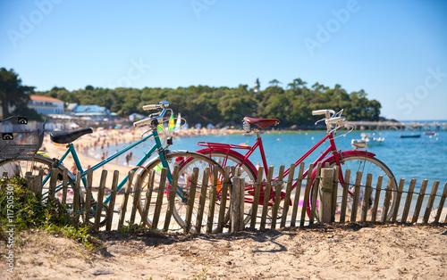 Fotobehang Fiets Vélo sur la côte de Noirmoutier