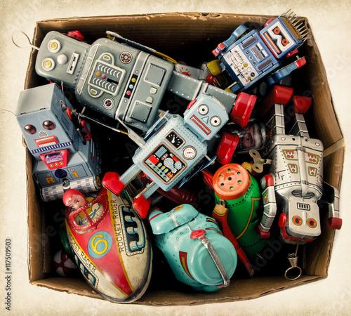 Foto op Canvas vintage toys in old cardboard box