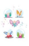 Małe bajkowe dzieci z kolorowymi skrzydełkami fruwają i bawią się wesoło.