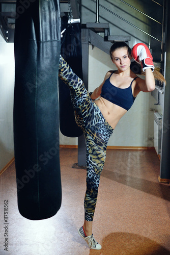 Staande foto Beautiful girl athlete trains at a boxing gym