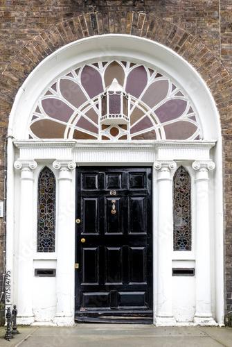 Stampa su Tela Irland - Dublin - bunte Türen am Merrion Square Park