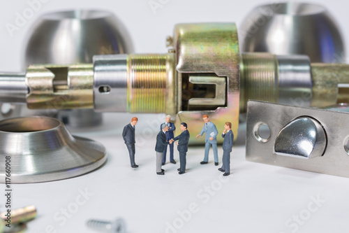 Incroyable Selective Focus Of Miniature Businessman Handshake With Stainless Steel  Round Ball Door Knob Components As Commitment