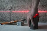 Niveau laser utilisé en maçonnerie. Image horizontale