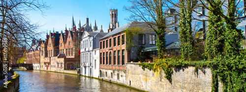 Aluminium Brugge Panoramic cityscape with houses, bridge and canal in Bruges, Belgium