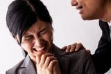 ハラスメントを受ける女性、セクシャルハラスメント