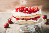 Strawberry and cream sponge cake - 117879339