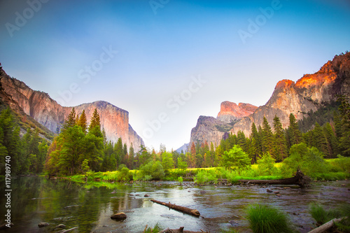 Poster Iconic Valley View, also known as Gates to the Valley, at Yosemite National Park in California with El Captain and the Merced River in view