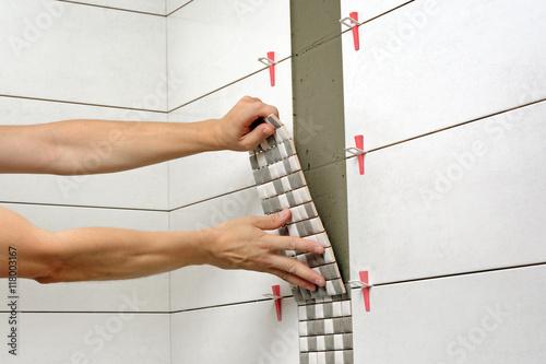 Remont łazienki, układanie płytek