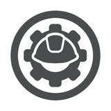 Icono plano engranaje con casco en circulo gris