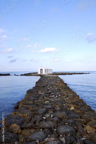 Poster Kapelle im Meer auf Kreta 1