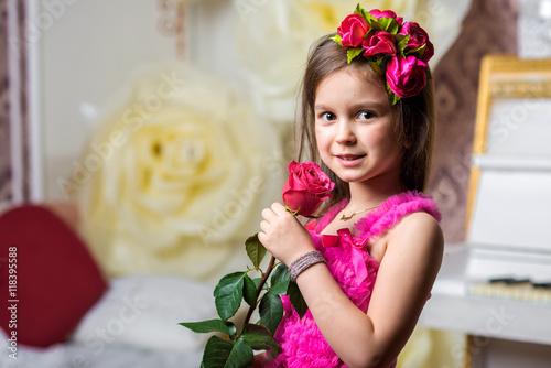 Zdjęcia na płótnie, fototapety, obrazy : little girl beautiful dress with roses
