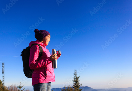 Zdjęcia na płótnie, fototapety, obrazy : young woman travel in winter mountains