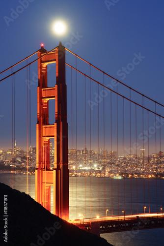 Obraz na Plexi Full Moon Rising over Golden Gate Bridge