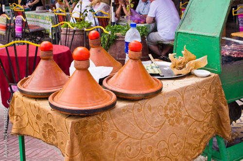 Papiers peints Maroc Moroccan tagines in restaurant