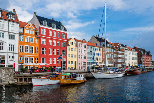 Foto op Aluminium Scandinavië September, 24th, 2015 - Copenhagen, Denmark. Nuhavn harbor with colorful scandinavian houses and private boats reflected on the water of canal.