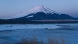 朝日を浴びた富士山 山中湖にて