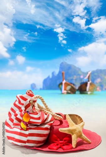 Summer beach bag with straw hat © Netfalls