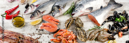 Fresh fish and other seafood - 118673769