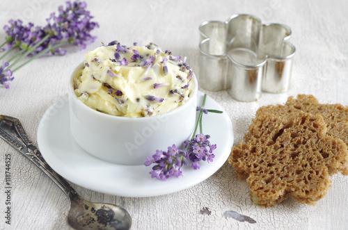 Leinwanddruck Bild Lavendelbutter