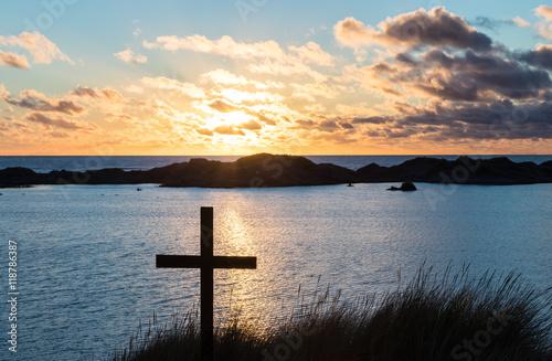 Zdjęcia na płótnie, fototapety, obrazy : Sunset Beach Cross Lake