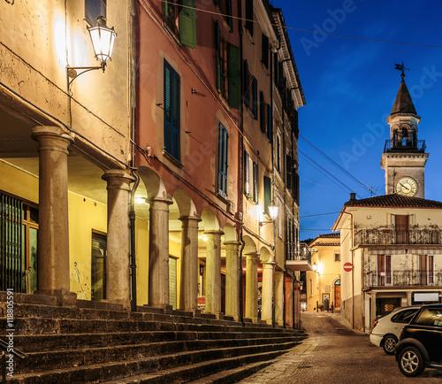 Poster Smal steegje Street in San Marino at night