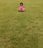 芝ソリーを楽しむ女の子