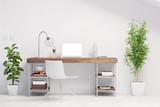 Arbeitsplatz mit Schreibtisch im Büro - 118888984