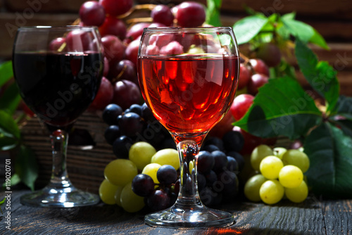 Panel Szklany assortment different wine on dark wooden background, closeup