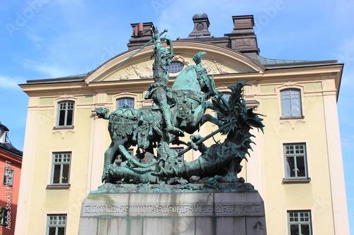 Poster Der Heilige Georg und der Drache: Skulptur in der Altstadt von Stockholm (Schwed