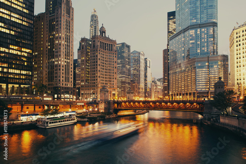 Tuinposter Chicago DuSable bridge at twilight, Chicago.