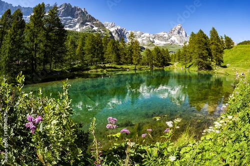 Matterhorn mit Lago Blu im Vordergrund, Breuil-Cervinia, Italien Poster