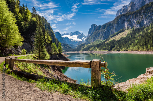Papiers peints Cappuccino Sunny sunrise at Gosausee lake in Gosau, Alps, Austria