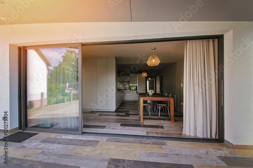 terrasse maison donnant sur la salle à manger Poster