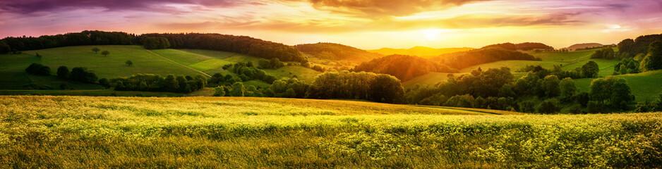 Fototapeta malownicza panorama o zachodzie słońca