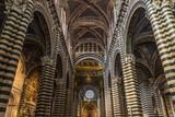 Interior y la catedral de techo de Siena.