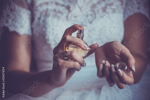 Plakat bride applying perfume on her wrist