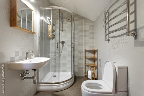 Small bathroom in gray tones