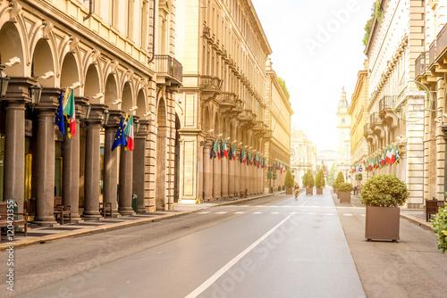 rzym-srodkowa-zwyczajna-ulica-w-turyn-miescie-w
