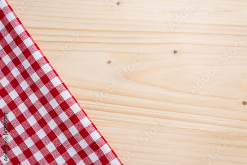 Papiers peints Table preparee Checkered tablecloth red on the wooden background/ texture