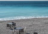 Desayuno en la playa de Niza en la Costa Azul