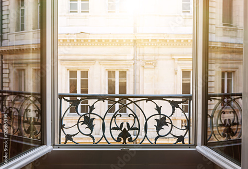 Open window in Toulouse - 120655399