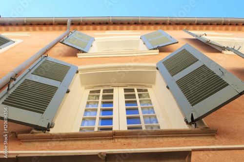 Traditional shutters in blue on Provencal house © Gary Perkin
