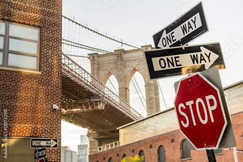 traffic signals at brooklyn bridge
